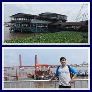 Riverside, tempat makan di atas perahu besar yang bisa bergoyang