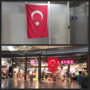 Bendera Turki disematkan di dalam bandara