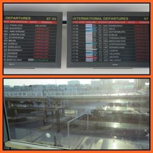 Pagi hari, suasana sekitar bandara sepi, bandara mulai beroperasi